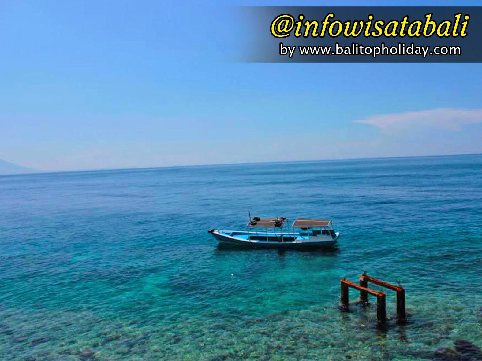 perahu di pulau menjangan