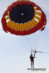 bermain parasailing-di-tanjung-benoa