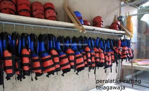 peralatan-rafting