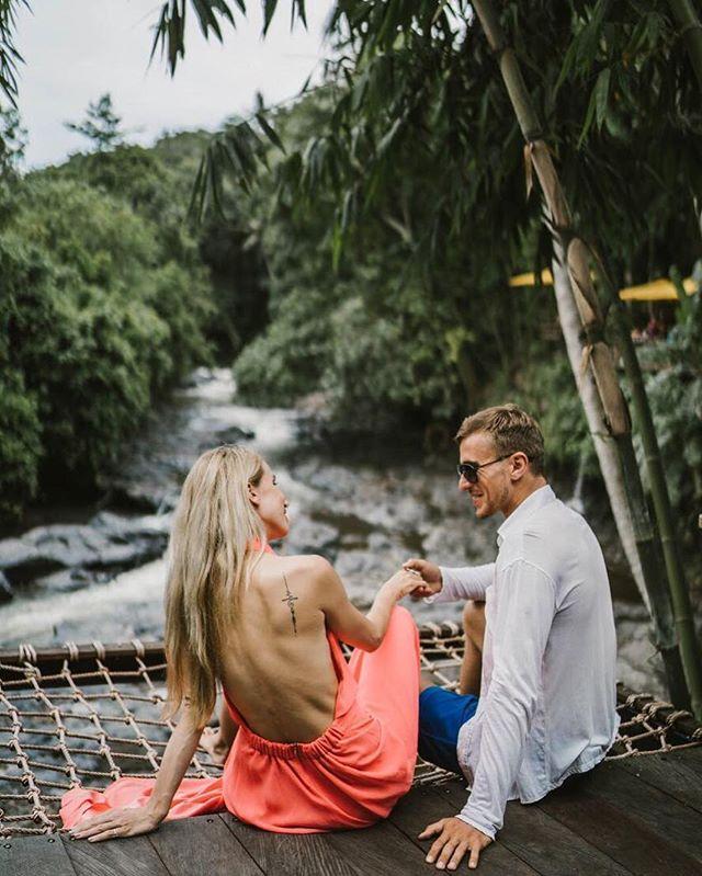 Tour Air Terjun Blangsinga & D Tukad River Club Bali adalahpaket tour1hariunikdenganmenawarkanbeberapatempatwisatabarunanunikdanbarudiBali. Obyek wisata yang akan dikunjungi semua berlokasi di area ubud dan gianyar, jadi tidak perlu waktu lama atau jarak yang jauh untuk mencapainya Obyek Wisata yang akan dikunjungi pada tour 1 hari ini antara lain : Air Terjun Blangsinga, The Tukad River Club, dan Sawah terasering Desa Tegalalang Salah satu yang paling unik adalah D' Tukad River Club. Dari tempat ini wisatawan bisa menikamti Keindahan Air Terjun Blangsinga, kolam renang, restoran, bar, tempatselfie, hingga ayunan (swing). Tempat ini cocok untuk kawula muda, dan enak untuk dipamerkan di Sosmed karena spot fotonya bagus dan unik dan suasana yang happy.. Susunan Acara Tour Air Terjun Blangsinga & D' Tukad River Club Kode : BTH 377 ( Bali Baby Blue ) Air Terjun Blangsinga terletak di Kabupaten Gianyar. Untuk mencapai air terjun, pengunjung harus melewati 150 anak tangga dan Anda akan disuguhkan air terjun blangsinga yang indahThe tukad River club - The Tukad river terletak di sekitar air terjun blangsinga. tempat ini juga memiliki kolam renang, bar dan restoran yang dapat membuat Anda bersantai lebih lama karena sambil menikmati air terjun blangsingaMakan siang di The Tukad River Club Desa Tegalalang, Merupakan sawah berundag yang sangat indah. Tegalalang rice terrace, adalah nama yang begitu tersohor di Bali karena persawahannya yang berterasering atau berundag-undag (bertingkat). Waktu terbaik mengunjungi tempat ini sebelum masa panen atau pada hamparan padi mulai menguning. Dinner di Lokal Restaurant Durasi 8-12 jam, Lunch dan dinner Harga Paket Tour AirTerjunBlangsinga& DdTukadRiverClub Peserta  Harga Per Orang 2 - 3 orang Rp 745.000 4 - 6 orang Rp 635.000 10 orang Rp 625.000 20 orang Rp 610.000 Harga Paket Sudah Termasuk : Semua tiket masuk ke objek wisata yang disebutkan diatas1 x Voucher Lunch di Tukad River club 1x makan malam di lokal resto Supir, mobil dan ben